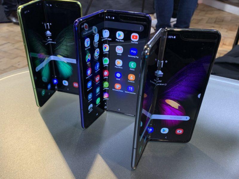 """""""Samsung"""" po ilgų atidėliojimų pradės sulankstomo """"Galaxy Fold"""" prekybą"""