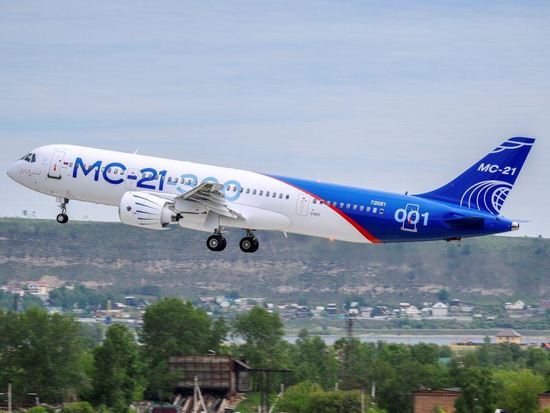 Rusija dėl JAV sankcijų priversta atidėti MS-21 lėktuvų paleidimą