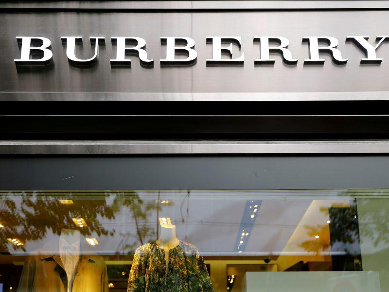 """""""Burberry"""" gelbsti savo įvaizdį: nedegins drabužių ir nebeapdirbs tikro kailio"""