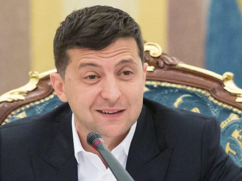Artėjant Ukrainos parlamento rinkimams, pergalė žadama V. Zelenskio partijai