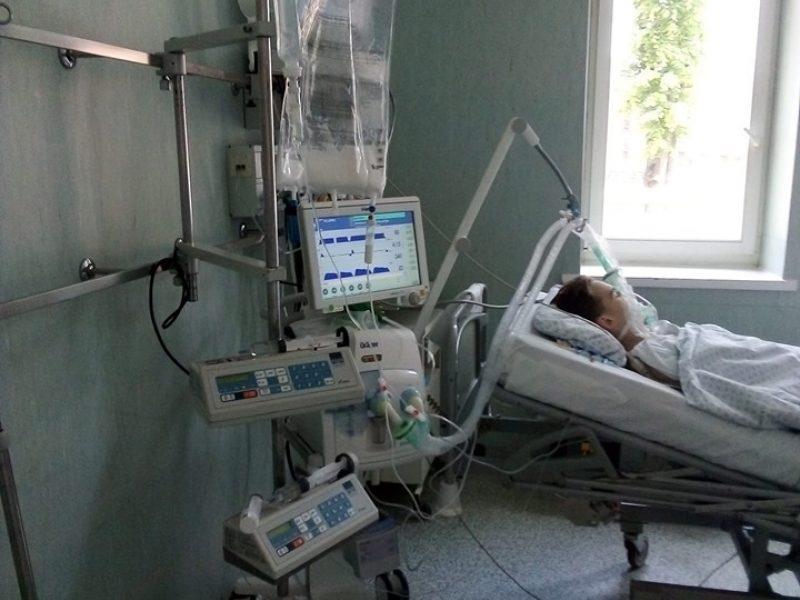 18-mečio sūnaus sveikatą atiduoda į geradarių rankas: vaikinas nugrimzdo į komą