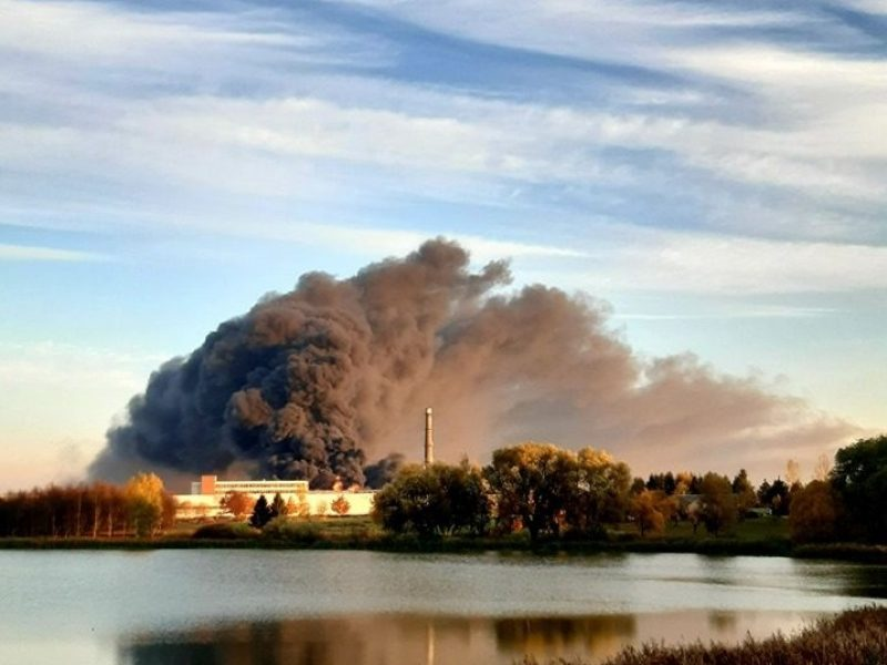 Specialistė apie gaisro Alytuje pasekmes: gali sukelti ir vėžį, ir apsigimimus