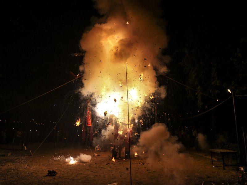 Ugniagesiai tyčia sukėlė virtinę gaisrų tam, kad galėtų juos užgesinti