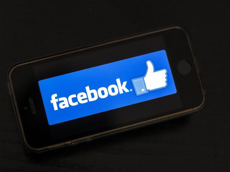 """""""Facebook"""" švenčia 15 metų gimtadienį: 15 dalykų, kurių greičiausiai nežinojote"""