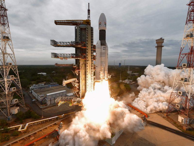 Liepą paleistas Indijos zondas pasiekė Mėnulio orbitą