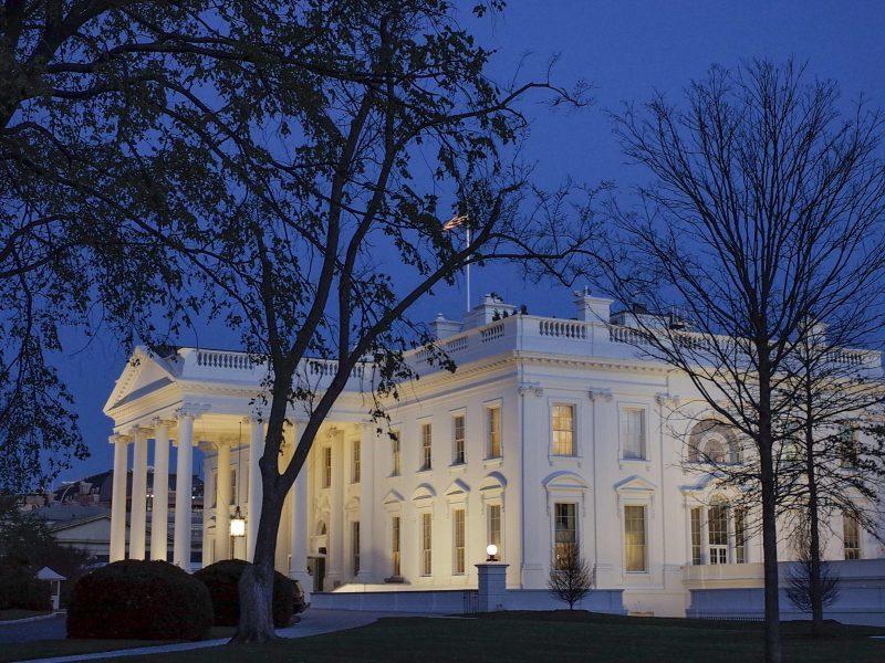 Informatorė: Baltųjų rūmų saugumo leidimų išdavimo tvarka buvo smarkiai pažeista