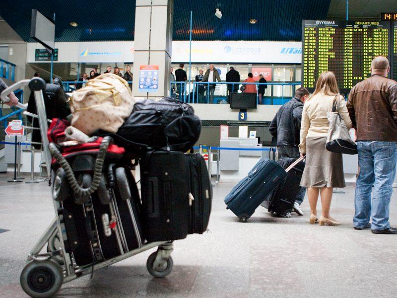 Vilniaus oro uoste vaikas įkišo ranką tarp lifto durų