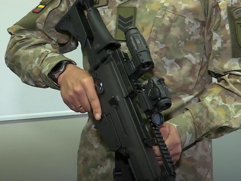KAM perka naujų ginklų už beveik 20 milijonų eurų: kritikams ministras turi atsakymą