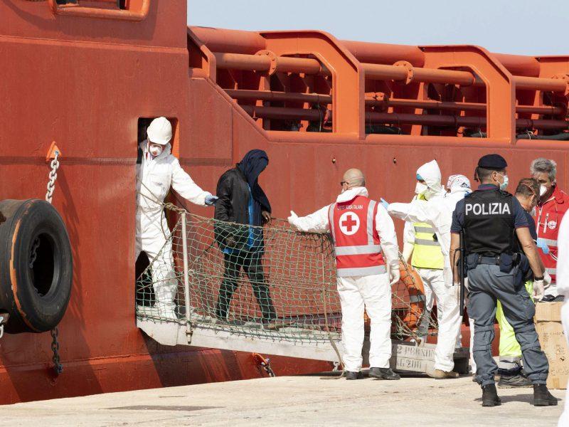 ES šalys susitarė stiprinti nelegalių migrantų grąžinimo teisinę bazę