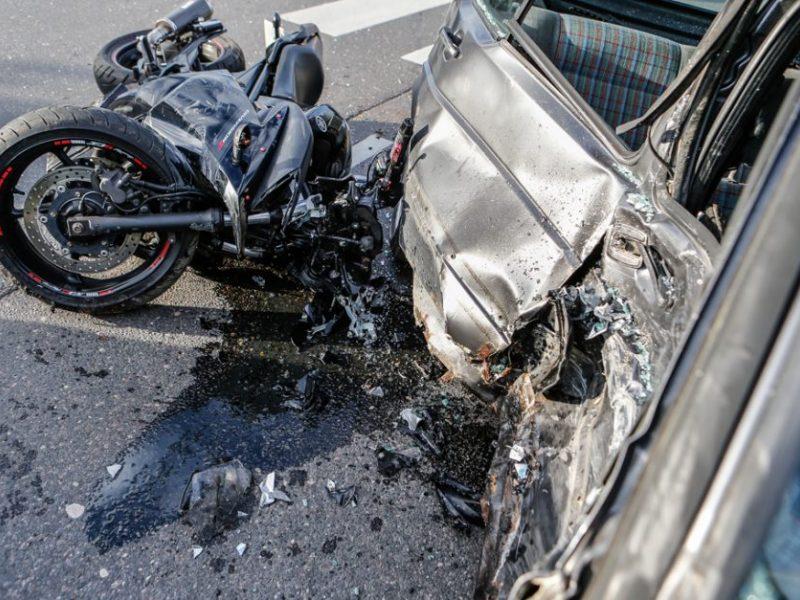 Pakaunėje – tragiška avarija: žuvo motociklininkas, automobilio vairuotojas – girtas