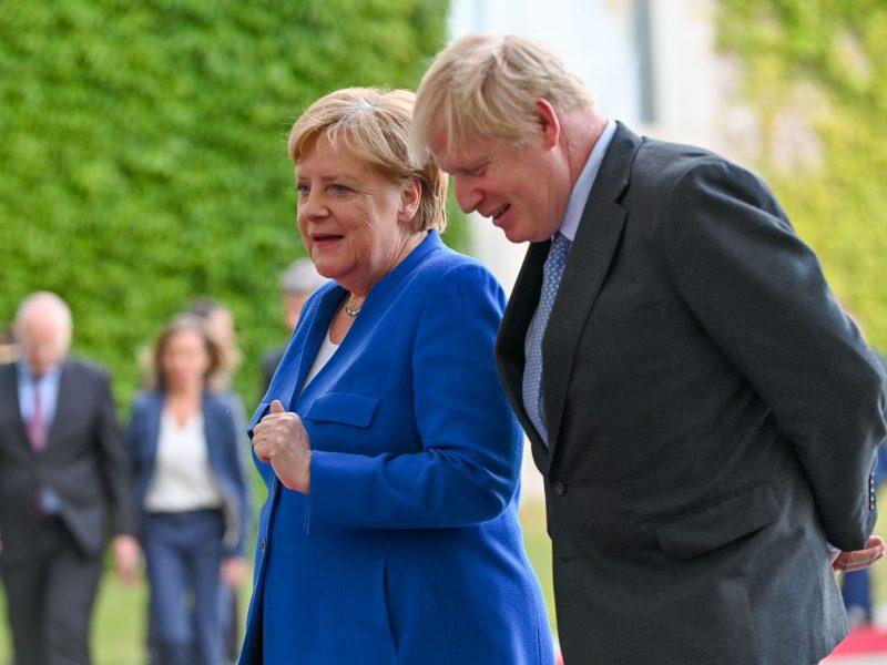 "A. Merkel: 30 dienų laikotarpis ""Brexit"" deryboms nėra griežtas terminas"