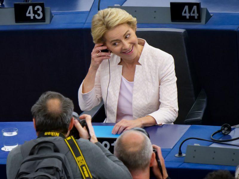 Naujoji EK vadovė ketina atsisakyti pareigų Vokietijos valdančiojoje partijoje