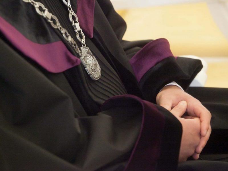 Vyriausybė siūlo naikinti draudimą dirbti vidaus tarnyboje dėl bet kokio nusikaltimo