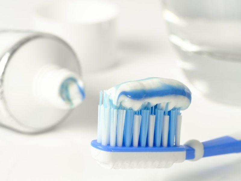 Beveik trečdalis gyventojų dantis valo tik kartą per dieną