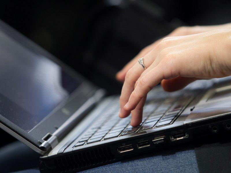 Pranešimų apie žalingą turinį internete gauta trečdaliu mažiau