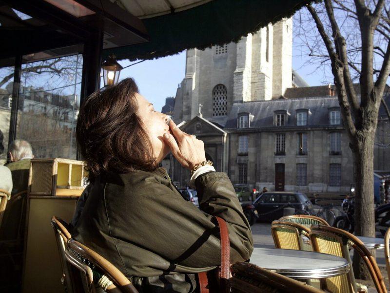 Paryžiuje uždrausta rūkyti kai kuriuose miesto parkuose ir soduose