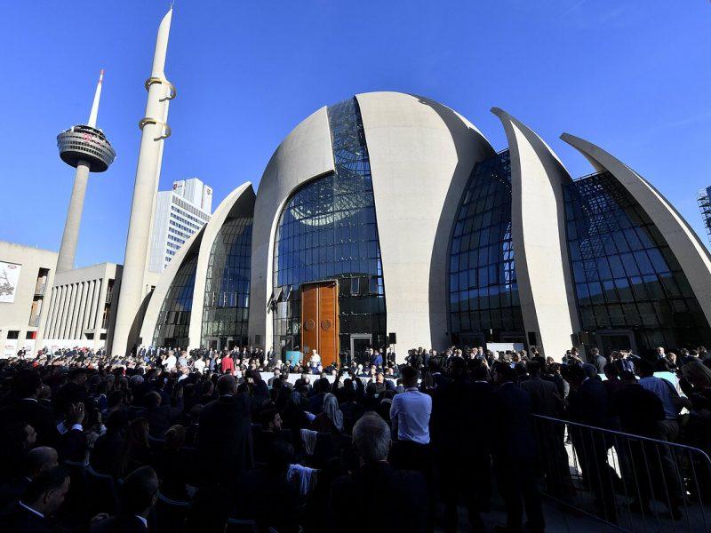 Vokietijos mečetėje suplėšytos Korano knygos: valdžia smerkia vandalizmą