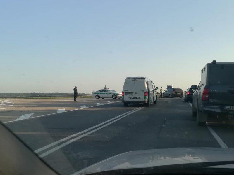 Ankstyvą rytą ant viaduko prie Gargždų – skaudi avarija