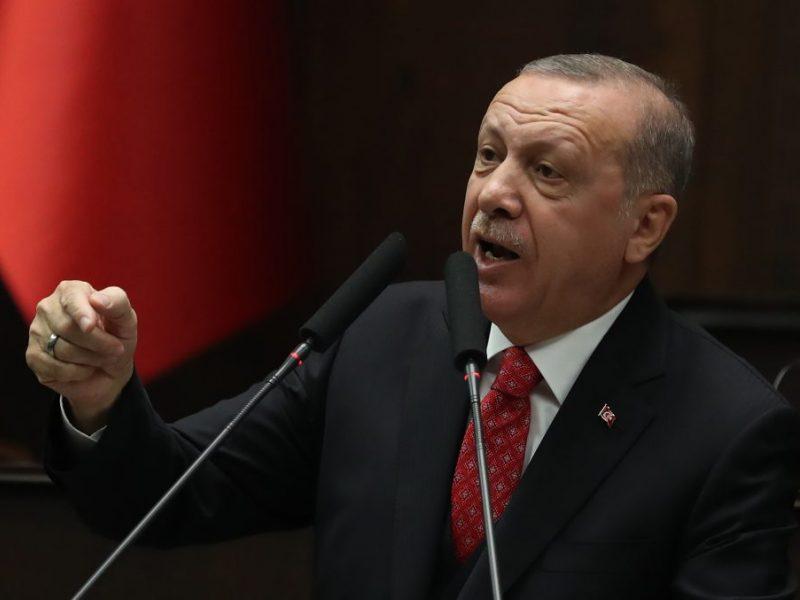 R. T. Erdoganas nežada atsisakyti kontrakto pirkti rusiškas raketas