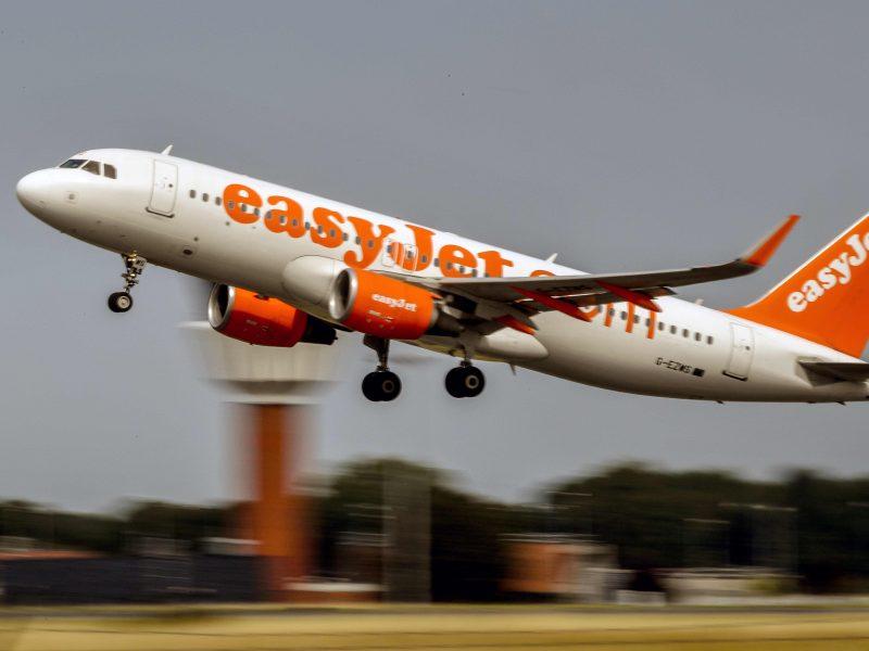 """""""Easyjet"""" darbuotojai planuoja dviejų savaičių trukmės streiką: nukentės keleiviai?"""
