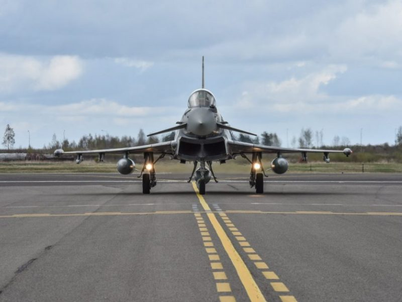 NATO naikintuvai šešis kartus lydėjo rusų karo orlaivius