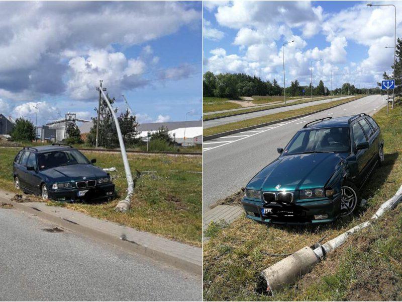 Girto BMW vairuotojo fiasko Klaipėdoje: nesuvaldė automobilio ir trenkėsi į stulpą
