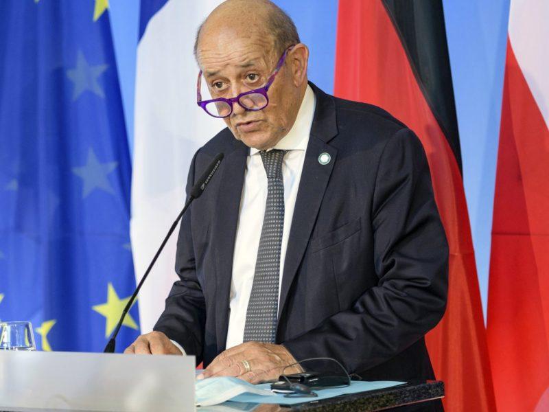 """Prancūzija kaltina Australiją ir JAV """"melu"""" kilus """"rimtai krizei"""""""