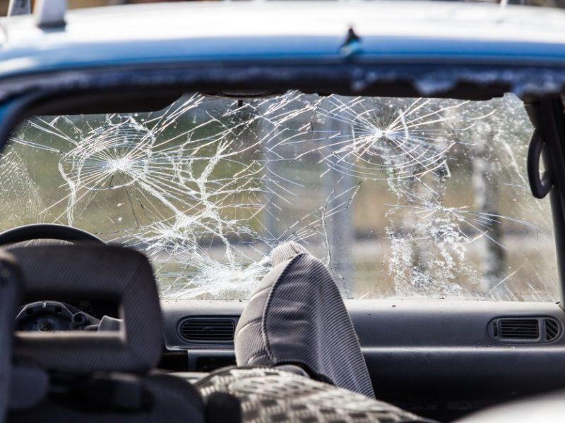Nelaimės šalies keliuose tęsiasi: praėjusią parą sužeista kelios dešimtys žmonių