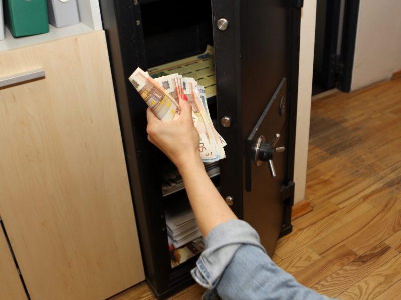 Rokiškyje pavogtas seifas su pinigais ir papuošalais: nuostolis – virš 13 tūkst. eurų