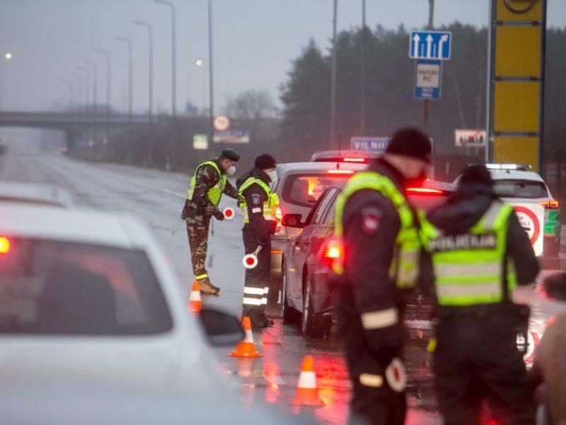 Per parą apgręžta 3,4 tūkst. vairuotojų, dėl karantino reikalavimų nubausti 168 žmonės