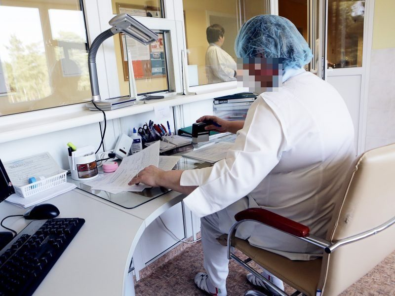 Lietuvoje virusas diagnozuotas 195 medikams, daugiau nei 1,3 tūkst. izoliacijoje