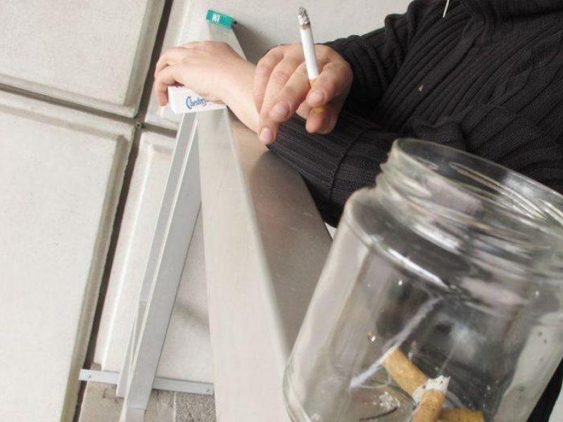 Klaipėdiečiai neskuba skųsti rūkalių balkonuose