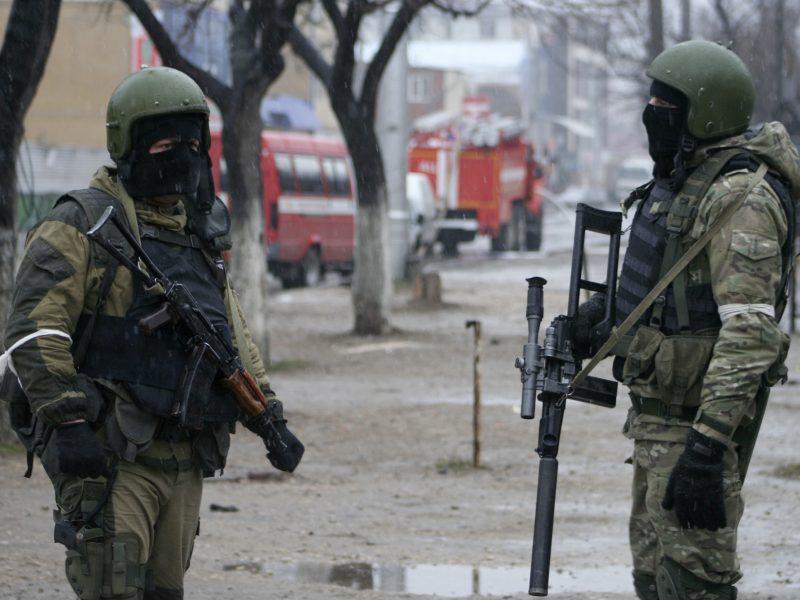 Rusijoje per policijos reidą nukauti du įtariami teroristai
