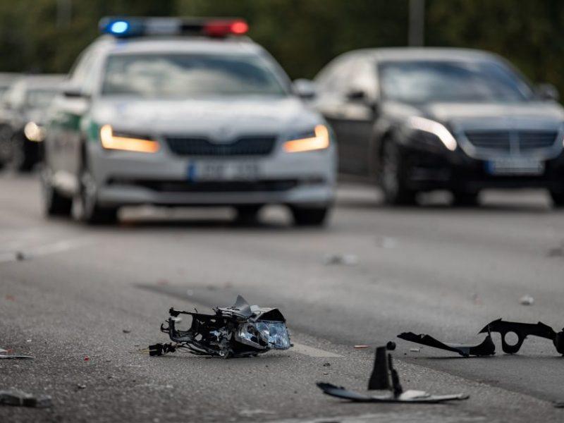 Praėjusi para keliuose: žuvo vairuotojas, sužeisti 9 žmonės