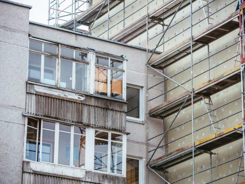 Vilniuje griuvo renovuojamo namo pastoliai
