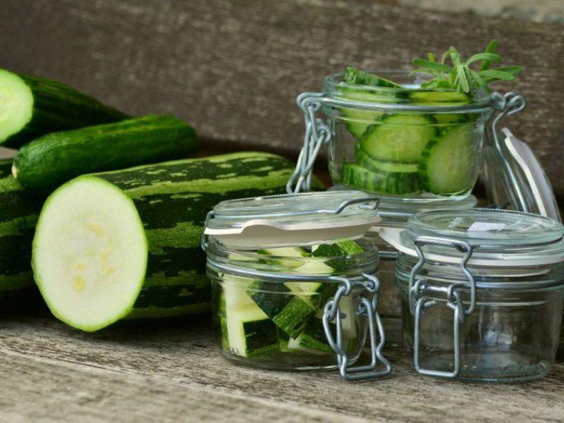 Laikas konservuoti: agurkų skonį praturtins citrina, o vyšnios tiks ne tik uogienei