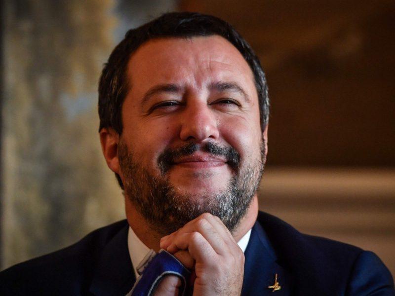 Italijos vidaus reikalų ministras sako esąs pasirengęs taikytis su Prancūzija