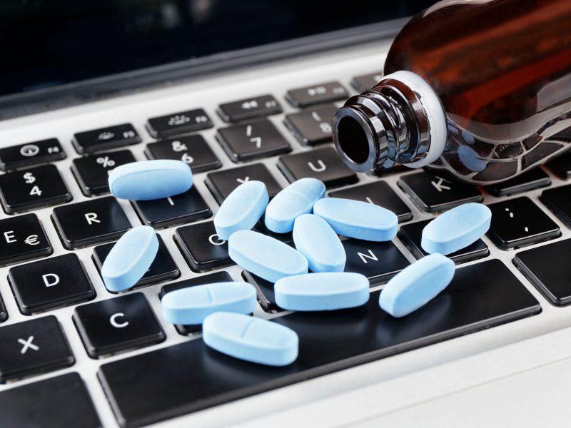 Įspėjimas gyventojams: internetu prekiaujama gyvybei pavojingais vaistais