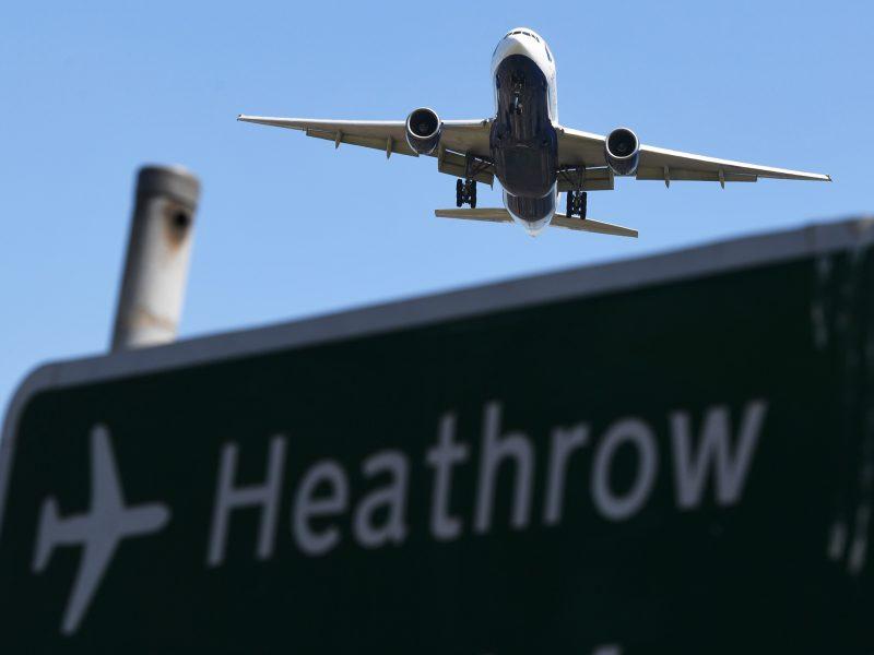 Britų parlamentas balsavo už Londono Hitrou oro uosto plėtrą