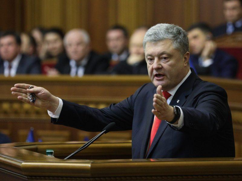 Ukrainos prezidentas pasirašė karo padėties įstatymą