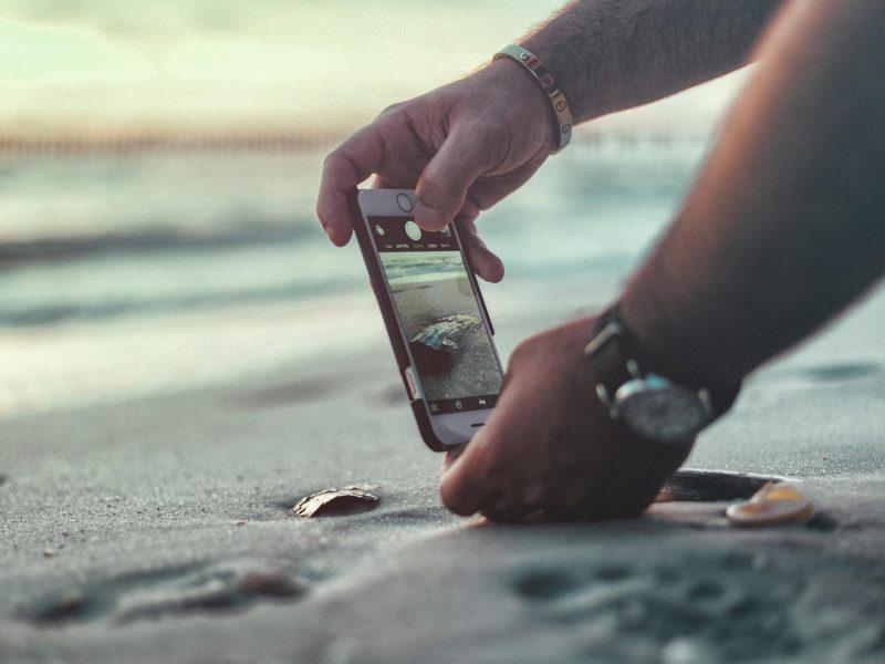 Penkios išmaniosios programėlės atostogaujantiems paplūdimyje