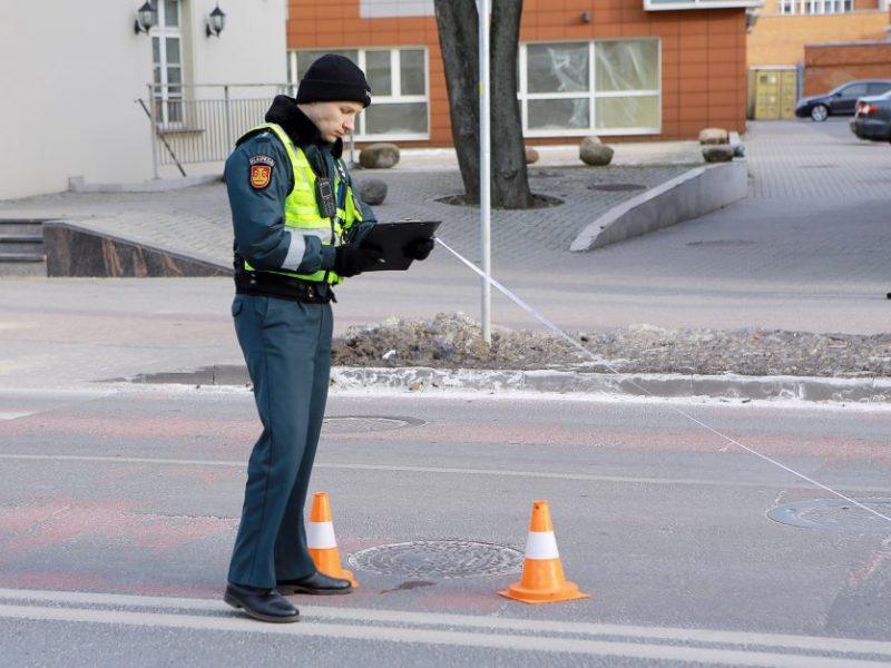 Skaudi nelaimė Lentvaryje: automobilis pėsčiųjų perėjoje kliudė mažametę
