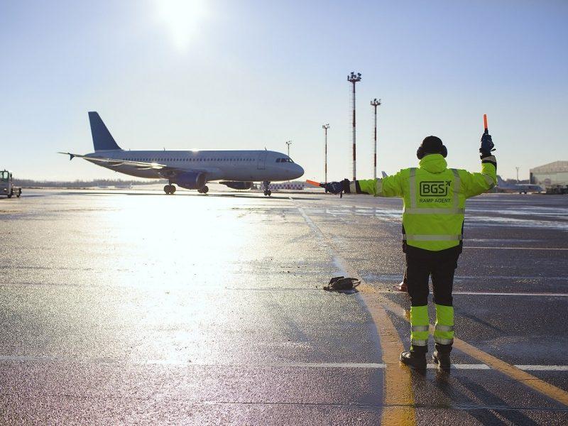 Aviacijos sektoriaus atstovai prašo juos įtraukti į skiepijimo prioritetų sąrašą