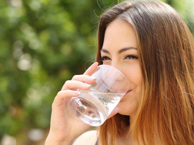 Specialistė atskleidžia, kodėl reikia gerti vandenį, kai šalta