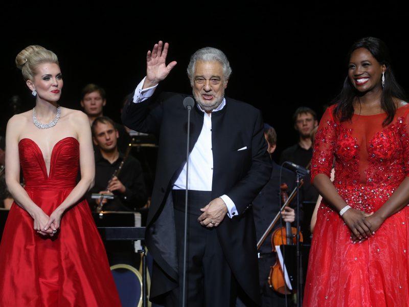 Garsiam ispanų dainininkui P. Domingo – kaltinimai seksualiniu priekabiavimu