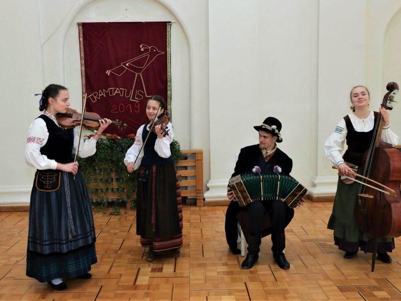 Išrinkti talentingiausi jaunieji folkloro atlikėjai