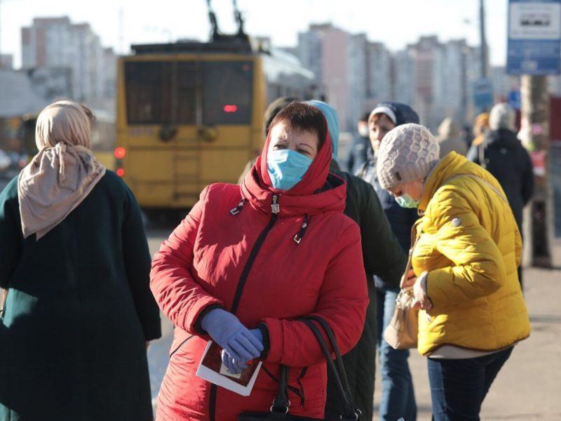 Ukrainoje – beveik 3 tūkst. naujų COVID-19 atvejų, 76 žmonės mirė