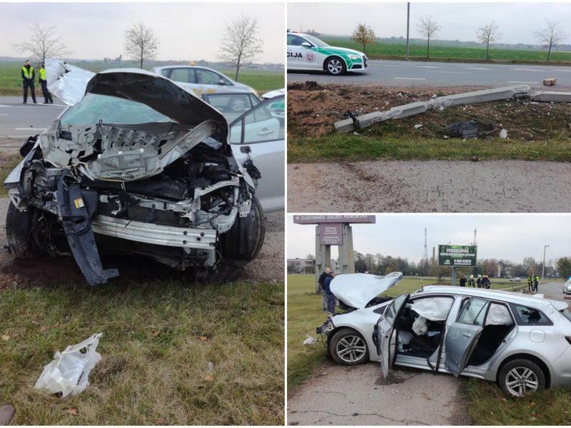 Panevėžyje girtai vairuotojai atsitrenkus į stulpą nukentėjo du kartu važiavę vaikai