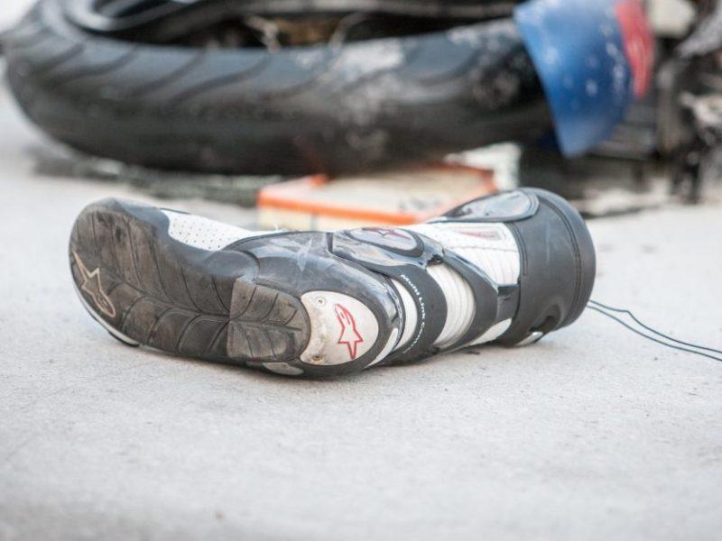 Vilniuje automobilis susidūrė su motociklu, septyniolikmetis reanimacijoje