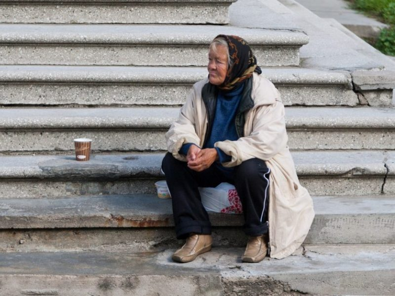 Gandai apie didėjantį skurdą ir atskirtį: ekonomistai neigia